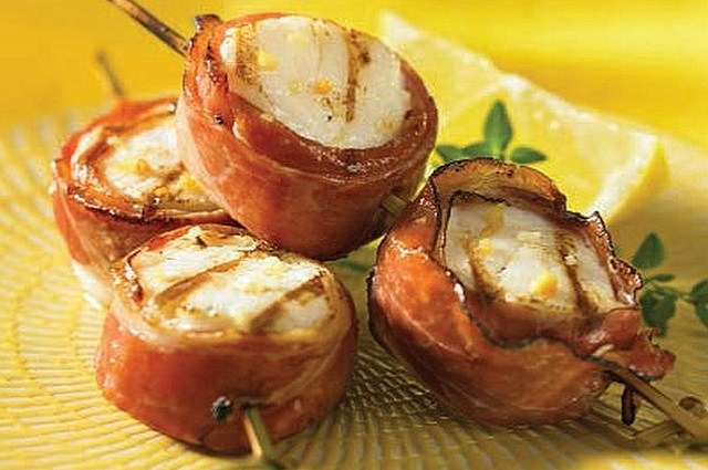Grilled Prosciutto Wrapped Scallop Skewers