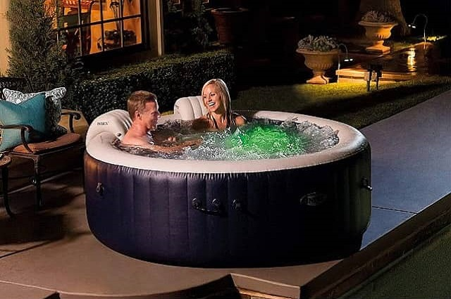 5 Great Inflatable Hot Tubs
