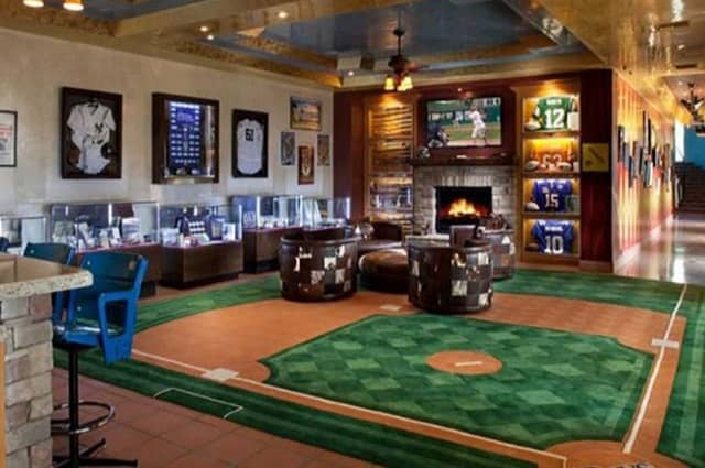 3 Tips for Building a Sports Memorabilia Collection