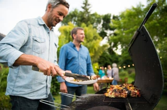 Backyard BBQ on a Budget – 6 Great Tips