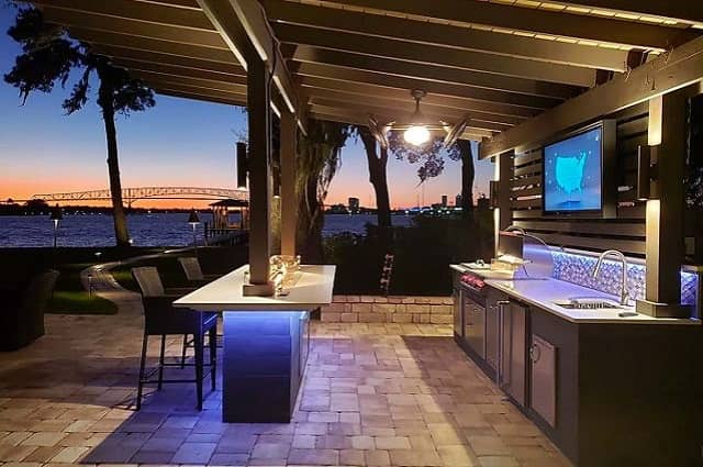 5 Reasons to Build an Outdoor Kitchen
