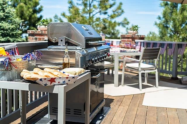 5 Essentials for Your July 4th Backyard BBQ Party