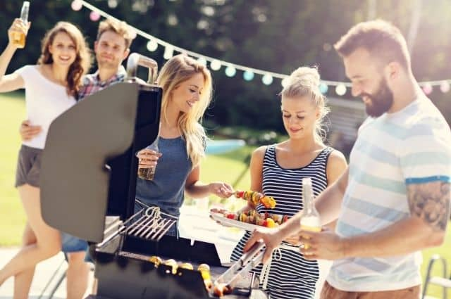 Best Tips for Throwing an End-of-Summer Bash